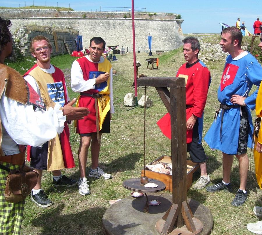 notre troupe en prestation de camp de jeux medievaux